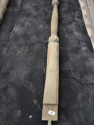 Stâlp gorjenesc izolat din lemn stejar sculptat cu zig-zaguri (Veche artă populară a lui Tzigara Samurcaş)
