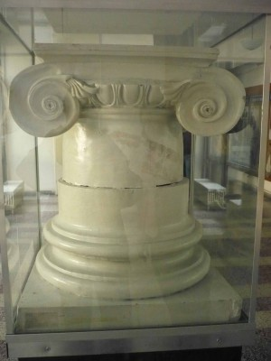 Baza si capitel ionic roman