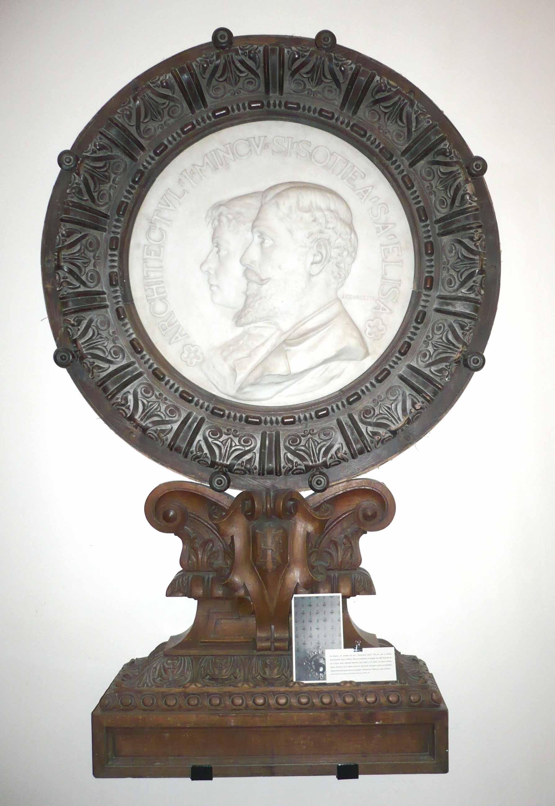 Medalion marmură Ion Mincu şi soţia sa Eliza, cu suport de lemn