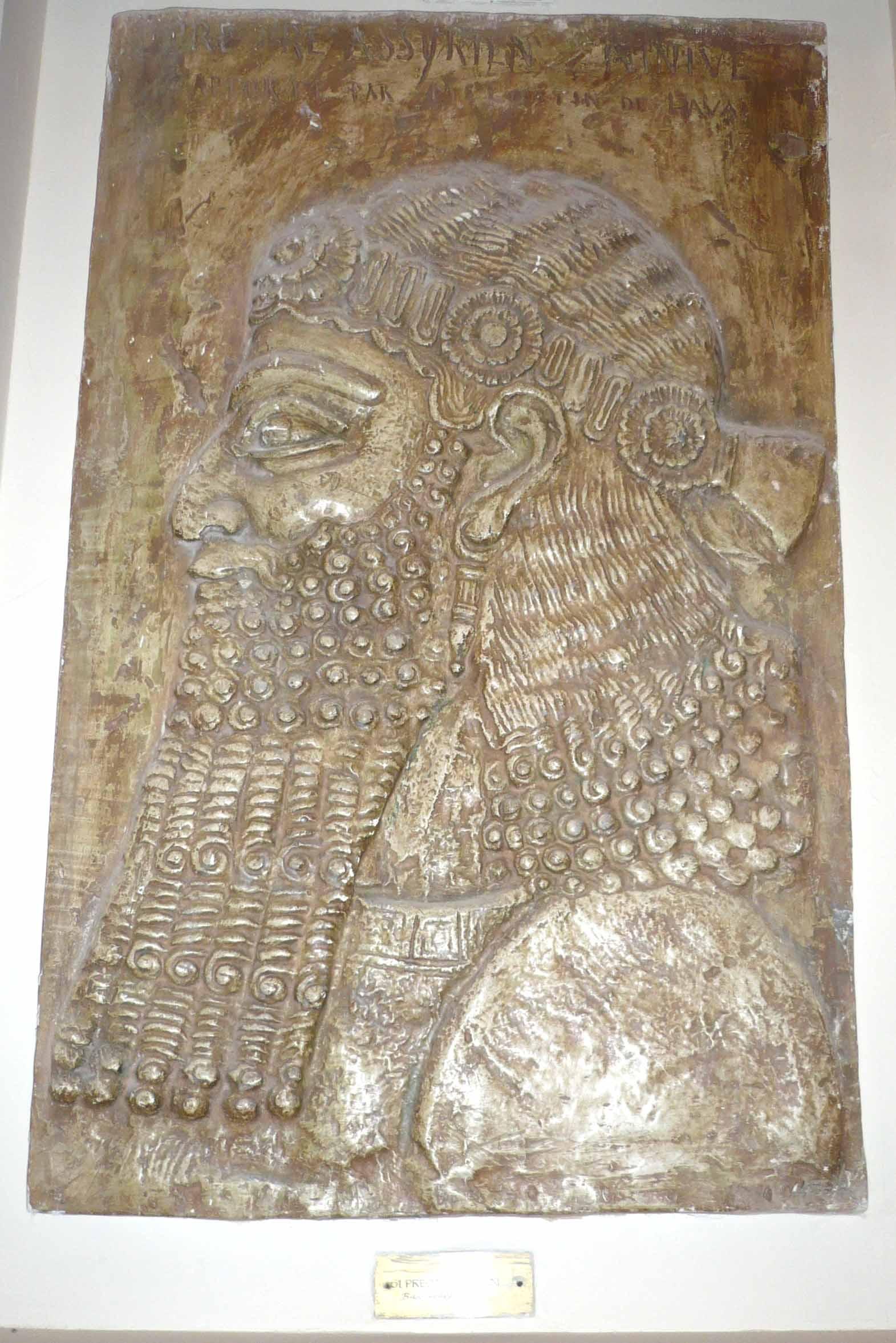 Basorelief Preot Asirian – Ninive (Copie în gips)
