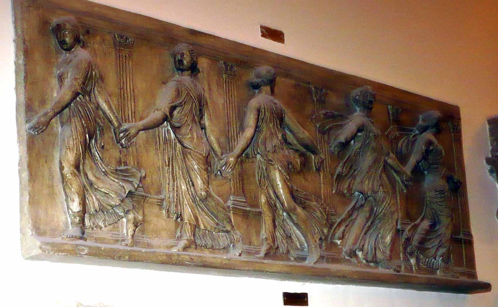 Friză greacă Dansul nimfelor (Copie în gips realizată în Muzeul Luvru)
