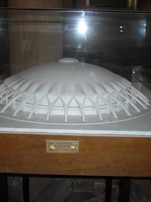 Palazetto de Luigi Nervi cu soclu metalic
