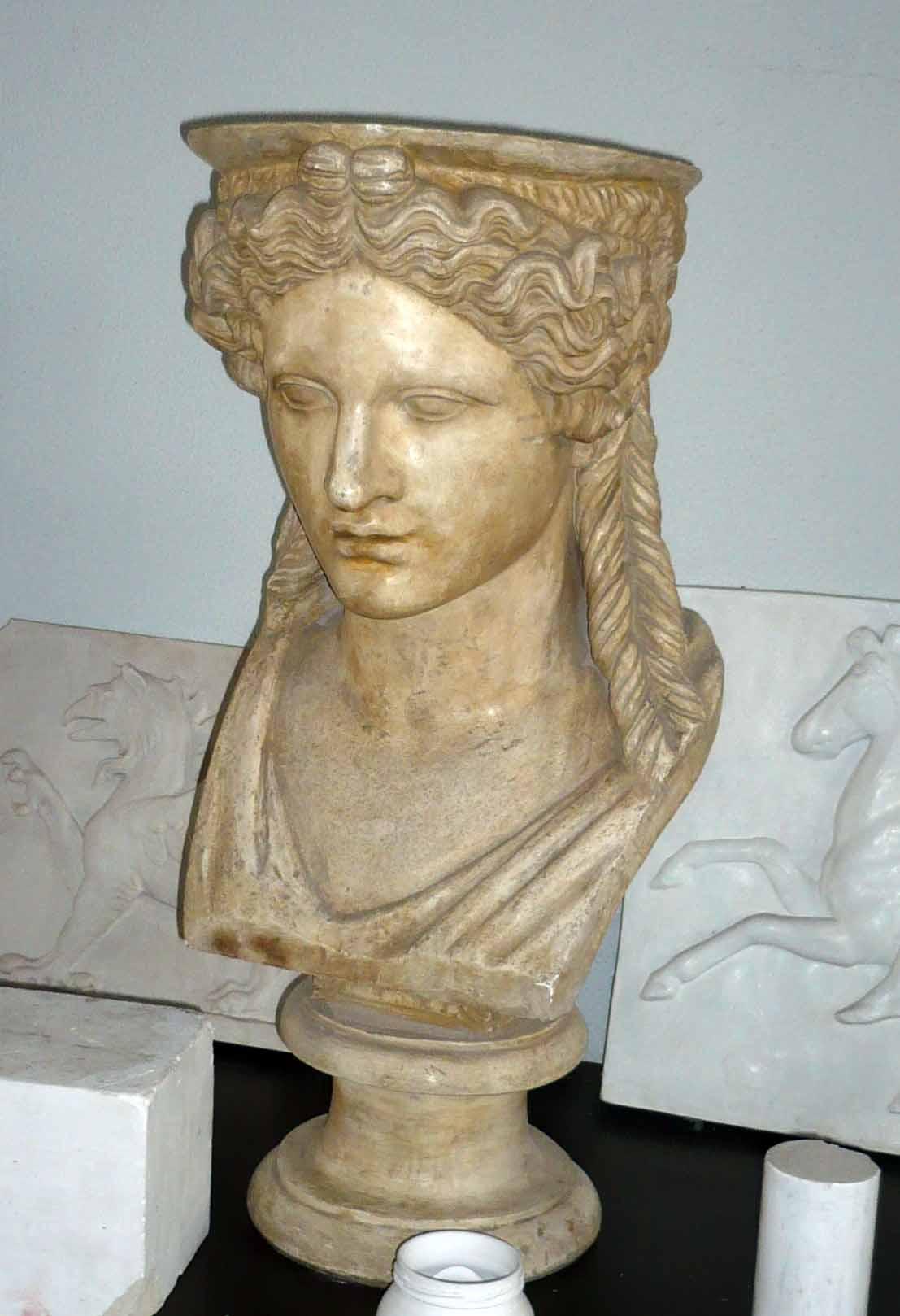 Bust cariatidă – Erechteion (Copie în gips realizată în Muzeul Luvru)